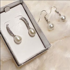 🎁 NEW 2 pairs Faux Pearl earrings!!! Great Gift